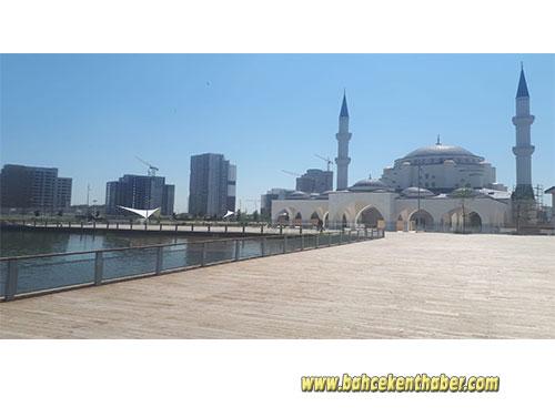 İlk Teravih Namazı Hayatpark Camii'nde!