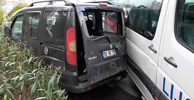 Servis sürücüsü direksiyon başında fenalaştı, 4 öğrenci yaralandı